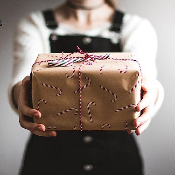 Understanding Importance of Corporate Gifts for Business Clients and Staff